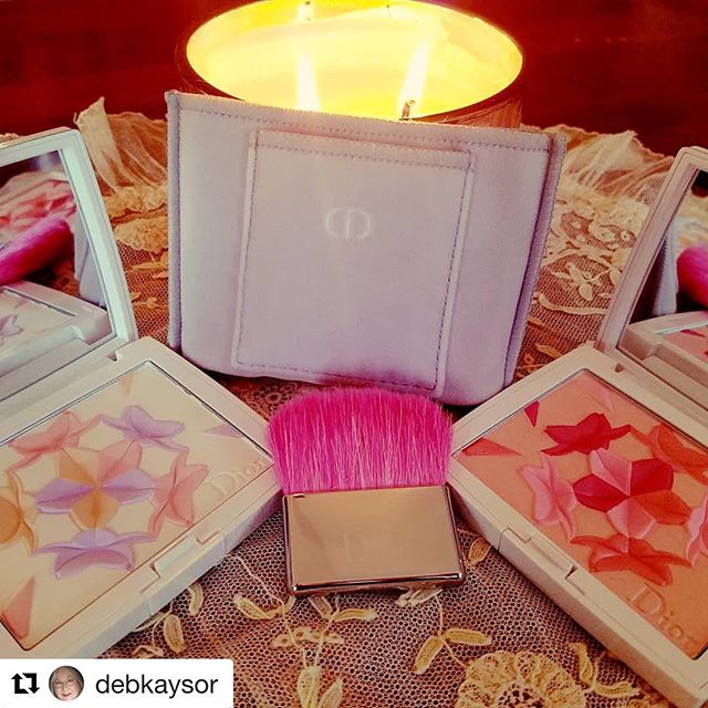 #Repost @debkaysor with @get_repost・・・Dior Diorsnow Blush 'N' Bloom Glow Face and Cheek powder in (L) 003 and (R) 002 the palettes are an homage to origami.#dior#powder#blush#origami#voluspaproseccorosecandle
