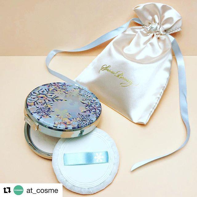 #Shiseido #snowbeauty 2018 September 7800 yen #Repost @at_cosme with @get_repost・・・透明感ある仕上がりがさらに進化️朝はメイクの仕上げに、夜は素肌ケアに🌝2018年版のスノービューティーをチェック😇.スノービューティー ホワイトニング フェースパウダー 2018透明美肌を演出する「7色のパール」、「半透明マグネットホワイトマグネットパウダー」で色ムラや毛穴をカバーさらに今年は「なめらかコート製法」を採用❣️さらなるフィット感と粉っぽさのなさを実現した仕上がりが手に入っちゃいます️️毎年楽しみにしているファンも多い今年のパッケージは、カナダ イエローナイフ🇨🇦の澄み切った空気の中で輝くオーロラの光を映してきらめく雪の結晶をイメージ️☃️リフィルなし 6,500円(編集部調べ)/ リフィルつき 10,000円(編集部調べ)9月21日 限定発売 店頭にて予約受付中.にごりのない素肌を演出してくれるお守りパウダー今年のスノービューティも見逃さないで️☃️.@snowbeauty_bys#アットコスメ #資生堂 #shiseido #スノービューティー #snowbeauty #フェイスパウダー #facepowder #スキンケアパウダー #パウダー #powder #透明感 #美肌 #スノービューティ #美白 #白肌 #コスメ好きさんと繋がりたい #コスメ大好き #コスメマニア #makeup #化粧品 #新作コスメ #skincare #スキンケア #cosmetics #motd #beauty