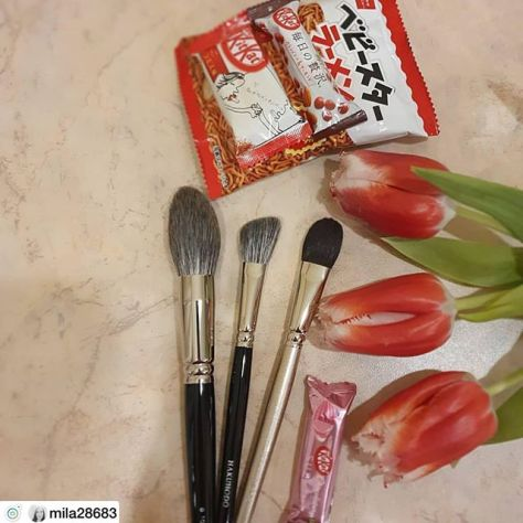 Beautiful brushes from Japan, thank you, Toshiya, very much for your help! p.s. sweets was delicious, thanks@fudejapan #hakuhodobrushes #hakuhodo