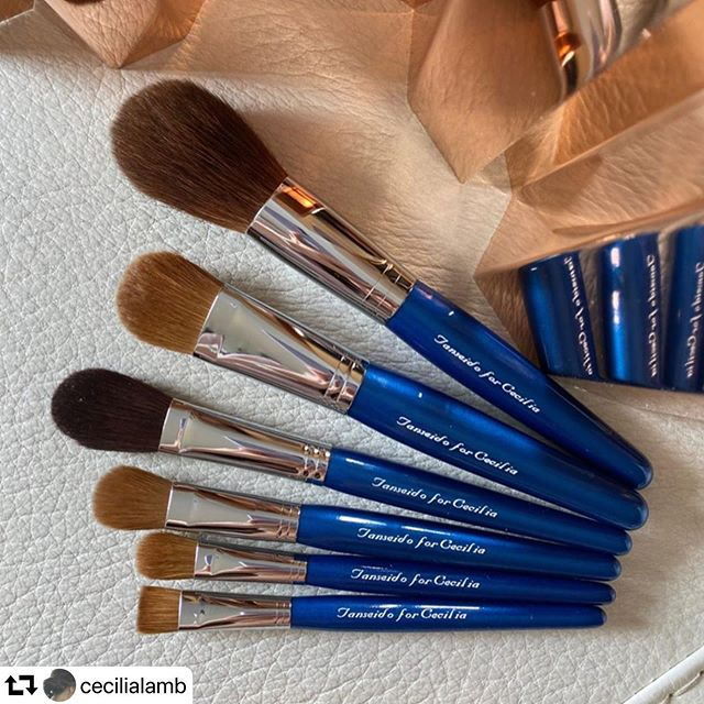 """#repost @cecilialamb・・・All except one of my @tanseido_ brushes are in red. Time to try something new and something blue ️️#ccsbrush #personalized #kolinsky #redsquirrel #goat #tanseido #丹精堂 #fude #kumano #japan #madeinjapan #japaneseart #japanesefude  #handmade Pic 1. Lineup of """"Tanseido for Cecilia"""" in blue acquired before the October 1 price increase! Pic 2. AC 28—A newer, 10/10 softness brush by Tanseido Pic 3. YFK 20—Everybody's saying that the price of kolinsky will increase by at least 50%... Pic 4. PQ 14—Tanseido says they're running out of stock of this (unexpectedly) soft pony brush so I thought, why not? Pix 5 & 6. KQ 12, MQ10, KF 10S—Reading from @fudejapan that Tanseido makes YKQ 12 (the long handle version of KQ 12) and YMQ 10 (the long handle version of MQ 10) for Shu Uemura (OEM?), I was intrigued... As for KF 10S, it's for research , as I wanted to know if it's the same as Shu Uemura's 10F (see the last pic for a comparison) Pic 7. KQ 12 kolinsky vs WQ 12T tea-stained goat which was a gift from a lovely Japanese friend (you know who you are) Pic 8. KF 10S kolinsky vs Shu Uemura's 10F pure kolinsky which I have owned for over a decade"""