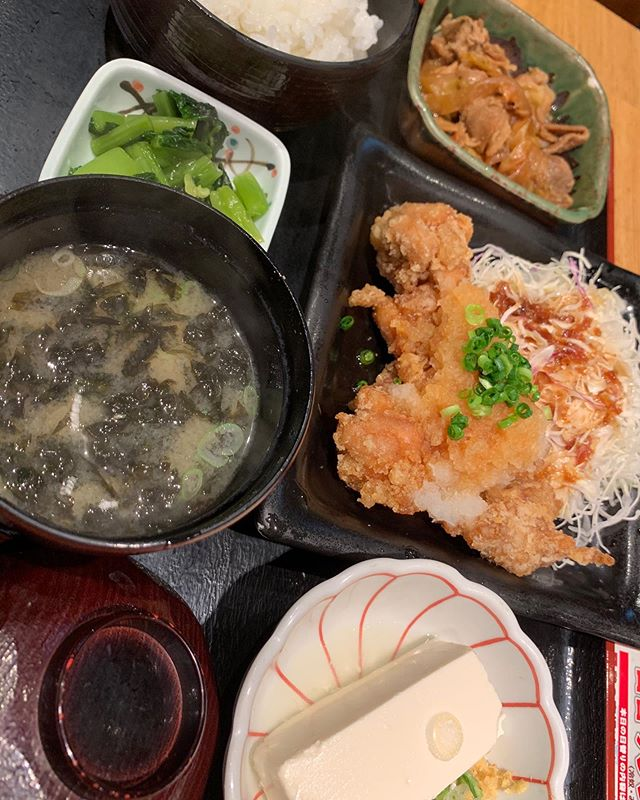 I bought #karaage bento #makisushiAnd #yogurt at super market at 900 yen And I left them at subway.. Now came for 650 yen Lunch My lunch is 1550 yen in total Good thing is that life is still going on : no complaints