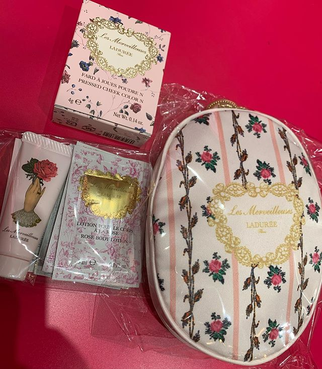 #laduree pressed powder kit 6360 yen