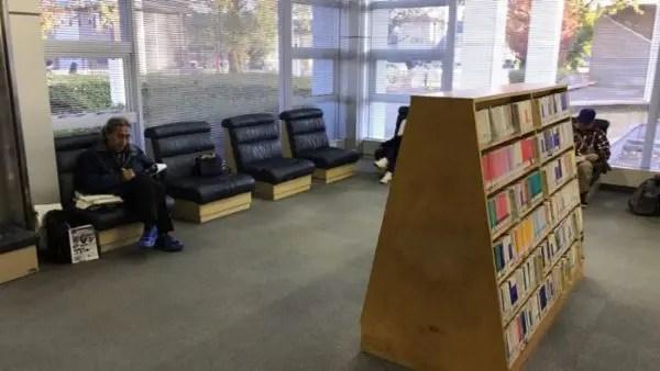宇都宮東図書館1階風景