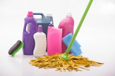 内装のしつこいベタベタ汚れを、短時間で簡単に除去する方法