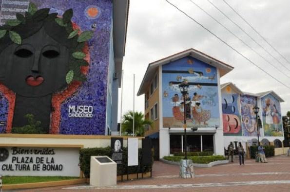 Plaza de la Cultura y Museo Cándido Bidó.
