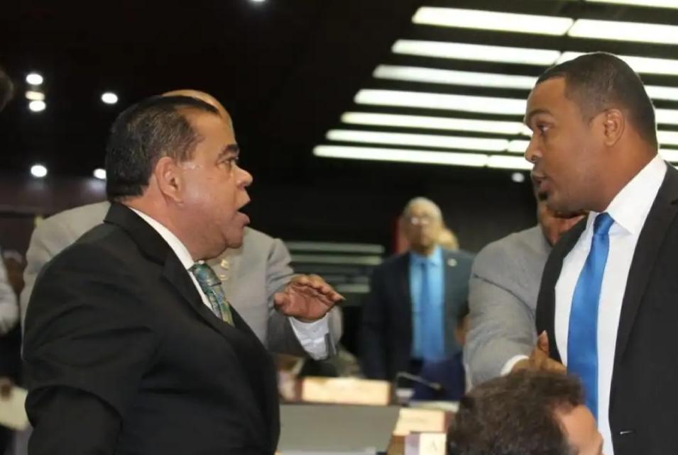 VIDEO: Dos diputados se dijeron de todo en plena sesión