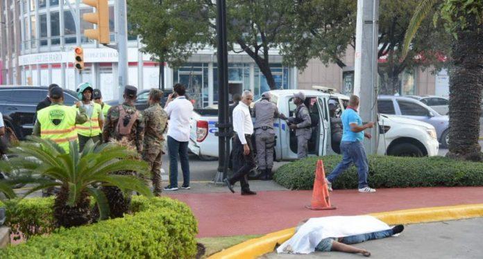 Identifican persona encontrada muerta en parqueo de banco