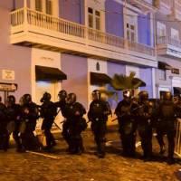 Puerto Rico está que arde mientras gobernador se disculpa con persona de la que se burló por gorda