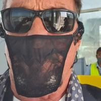 John McAfee es arrestado en Noruega por usar una tanga como mascarilla