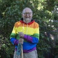 Anciano de 90 años sale del closet: Soy libre, soy gay