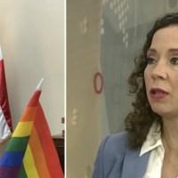 Viceministra coloca bandera LGBT en su despacho y genera reacciones
