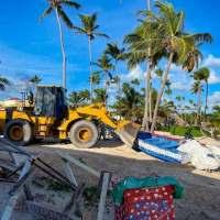 Inician retiro de negocios que operaban en Playa Arena Gorda