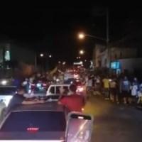Fanáticos de las Águilas Cibaeñas desafían el toque de queda y salen a celebrar su triunfo