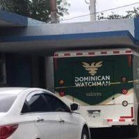 Investigan robo de camión de valores en Santiago