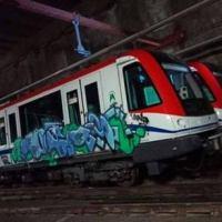 Pintan con grafiti dos trenes del metro; autoridades investigan la acción
