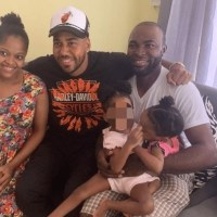 Romeo Santos visita niñas siamesas de San Cristóbal