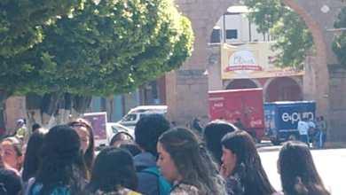 Realizan normalistas de la ENEF bloqueo de protesta en Las Tarascas