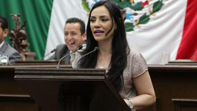 Presenta Adriana Hernández propuesta para prohibir la venta de cigarros sueltos