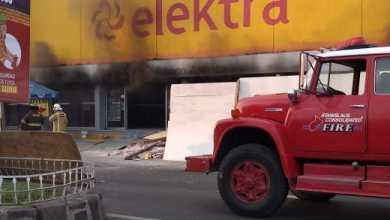 Consumida por el fuego, Mega Elektra en Ciudad Hidalgo; hay 2 lesionados
