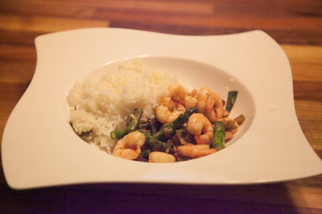 Delicious & Easy Prawn & Asparagus Stir Fry www.fuelledbylatte.com
