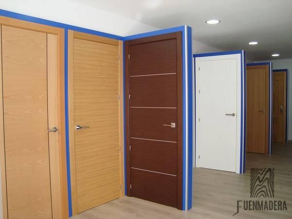 puertas de madera en benalmadena