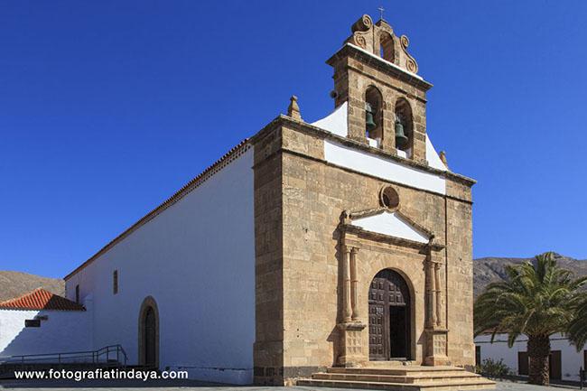 La ermita de Nuestra Señora de la Peña en Vega del Rio Palmas