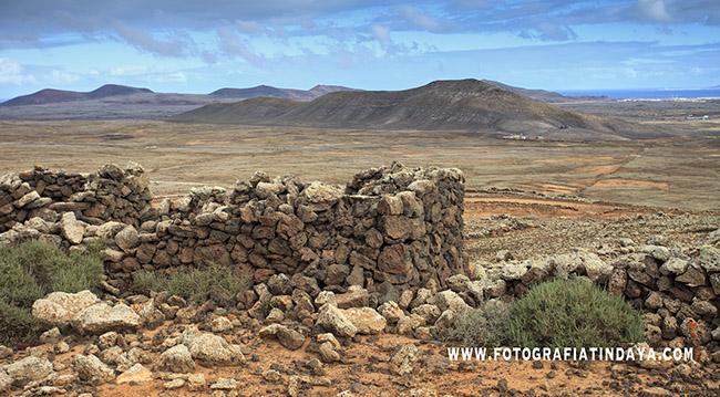 Casa de piedra y Hoya de Huriamen al fondo