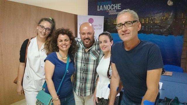 Sergio Lavandera entrevista a Areli Santana Mateo e Iria Camaño Martínez, y Miki Medina y Cristina Sosa, alumnas y  tutores  del Centro