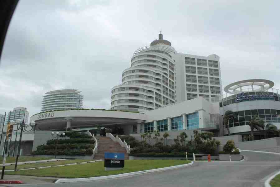 Fachada do Hotel Conrad em Punta del Este