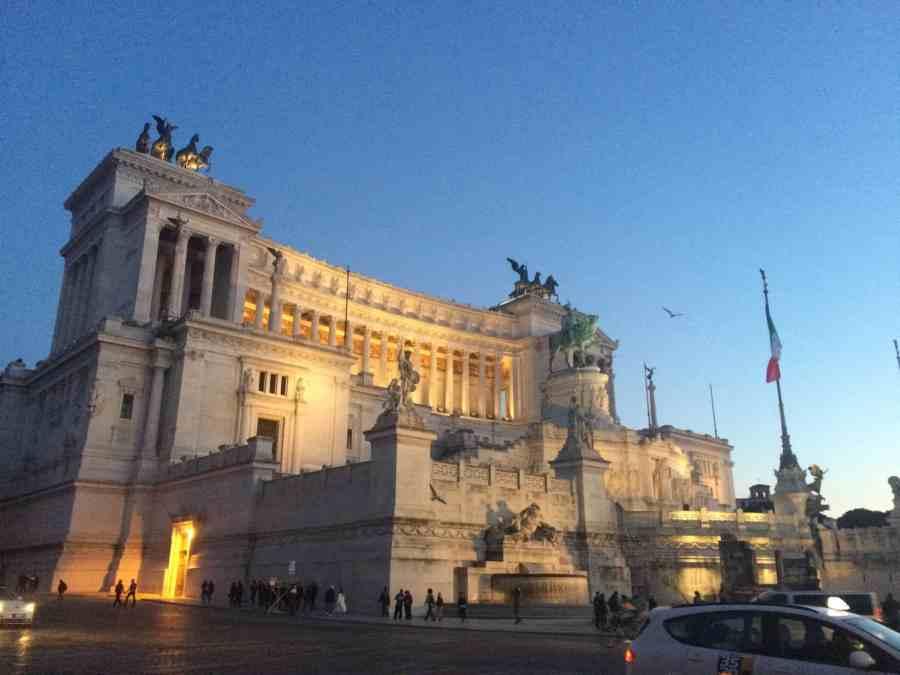 Monumento a Vittorio Emanuele: Praças, fontes e obeliscos de Roma