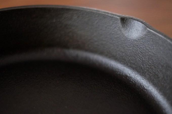 LODGE(ロッジ)のスキレット 鋳鉄の質感