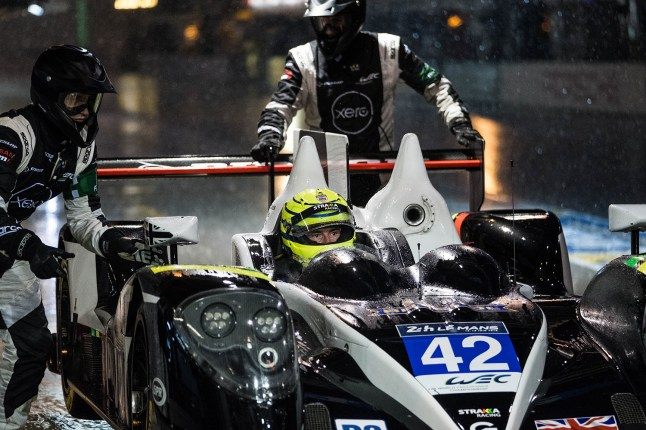 Heavy Rain during qualifying for the 24 Hours of Le Mans caused the session to be stopped for 20 minutes due to deep water on the circuit