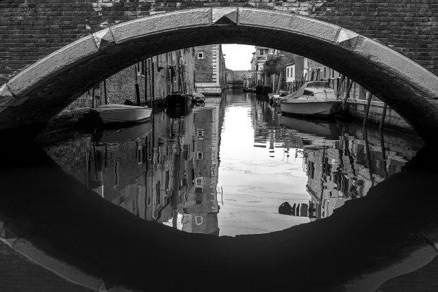 Agua bajo el puente, por Dani Sanz