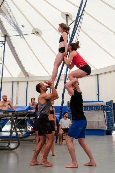 Una muestra de la formación en la Escola de Circ Rogelio Rivel.