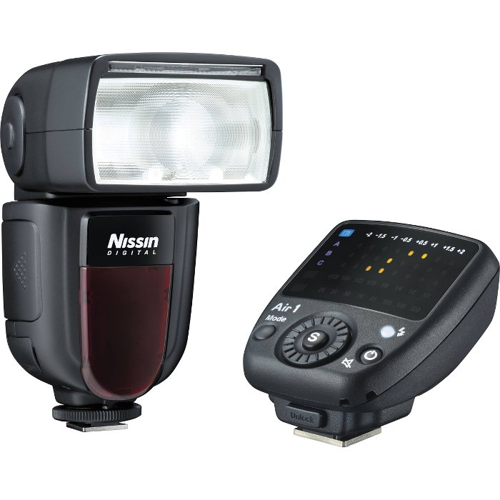 Nissin Di700 acompañado de su diparador remoto por radio.