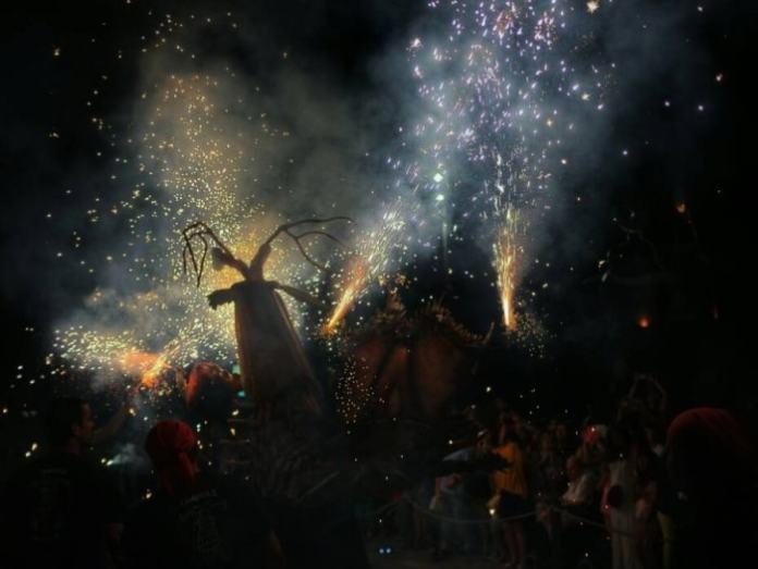 """""""Bésties de foc"""" por Jorge Slav , con Fuji X100."""