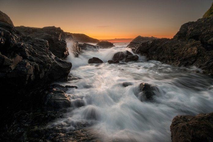 """Sunset seascape"" por Hugo Nidáguila, con Fuji XPro2 + Samyang 12mm F2."