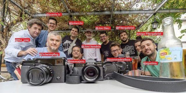 Fotografía de grupo de la VI Kedada Nacional de Fujistas en Granada.