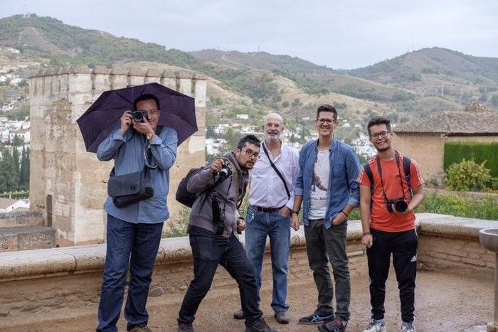 Los últimos bajo la lluvia en La Alhambra (con XF 35 f/2), por @Scheimpflug