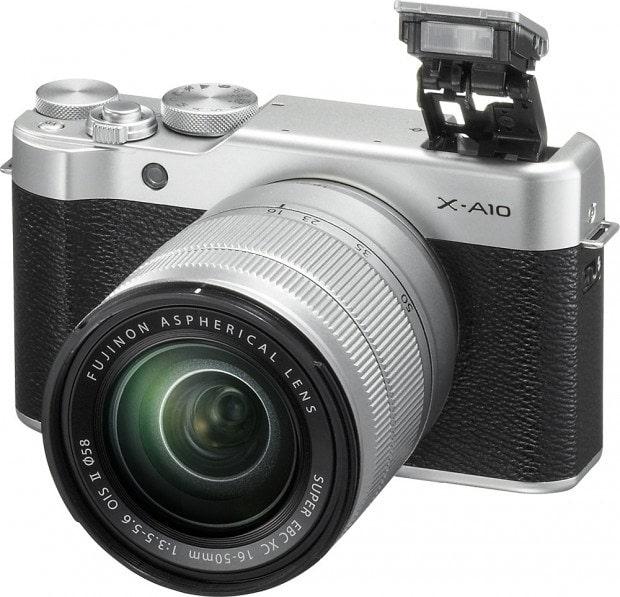 Fujifilm X-A10 frente y flash.