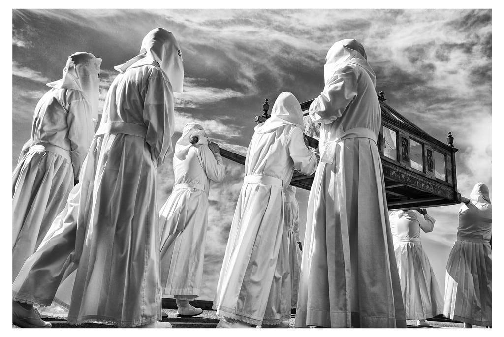 """Serie""""Procesión del Santo Entierro en Bercianos de Aliste"""" de Virgilio Hernando."""