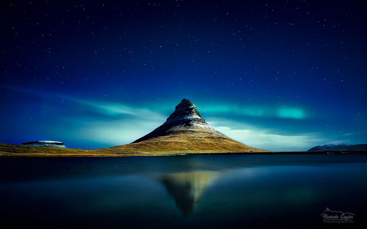 """""""Nocturna del Kirkjufell"""" por Ric Gayán. X-T2 + Samyang 12mm F2."""