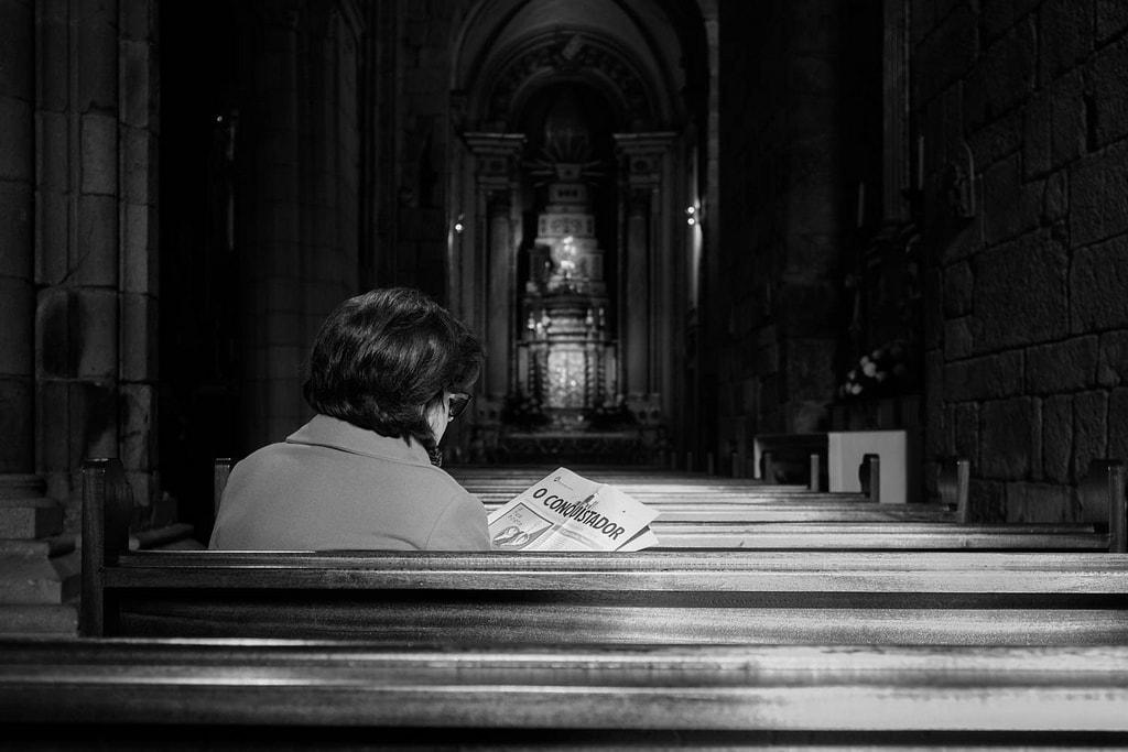 """Lecturas sacras"" por Manuel Mora. Fujifilm X100T."
