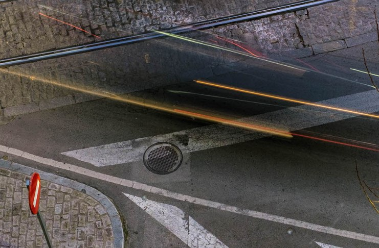 """""""Líneas en la noche"""" por Javier Torres. Fujifilm X-Pro1 + Fujinon XF 35mm F1.4 R."""