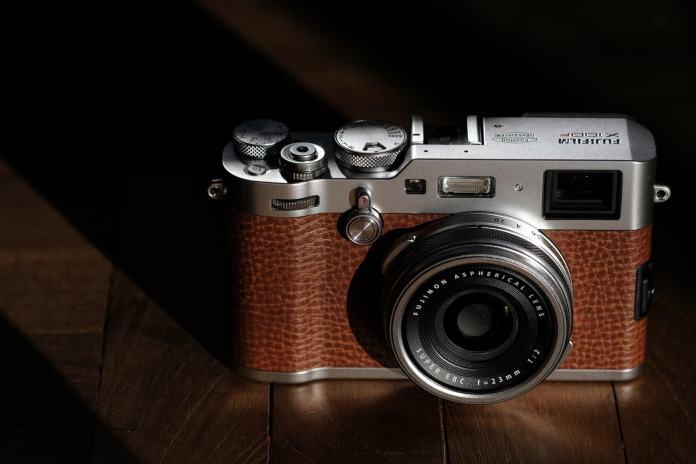 Fuji X100F marrón.