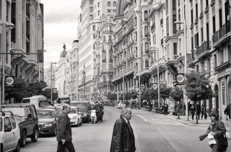"""""""La calle del tiempo"""" por Gabriel Blázquez.  Fujifilm X-T1 + Fujinon XF 18-55mm F2.8-4."""