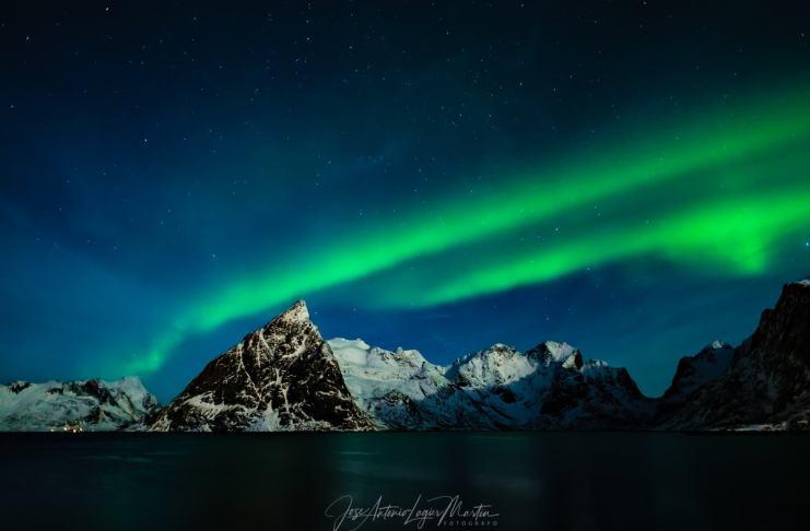 """Aurora boreal ( Hamnoy )"" por Jose Antonio Lagier. Fujifilm X-T2 + Zeiss Touit 12mm f/2.8."