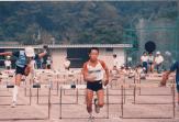 6年生のとき、竹島小学校の代表として、ハードル走で市の大会に出場しました。決して運動神経はよくなかったのですが、ハードルを越えるのは得意(?)だったのか、代表に選ばれました。ただ、特に入賞などはできなかったと思います(賞をもらった記憶はないです)。