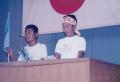 小学校のとき、児童会の役員選挙には何度も出馬しました。が、けっきょく卒業するまでに当選はかないませんでした。演説の練習を両親の前で何度もしたことをよく覚えています。となりにいるのは推薦者となってくれた親友です。