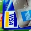 クレジットカードの見直しをするために雑誌を再読中